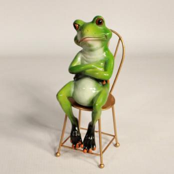 HOL21343 (1-32) Лягушка на стуле 18.5*6.5*8.5 см