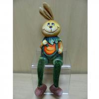 985964 Фигурка керам.Зайка-морковка с ножк.11см