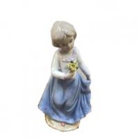 К181140 Статуэтка девочка фарфор 8*15 см