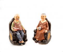 К9138 Фигурка бабушка или дедушка на кресле 15 см (2 вида)
