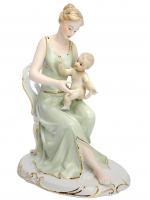 К30324 Девушка с ребенком в кресле 22 см (фарфор)