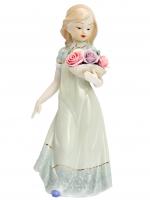 К30230 Статуэтка Девушка с букетом 30*14,5*9 см (фарфор)